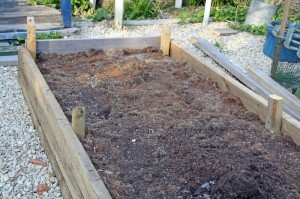 Raised bed with corner posts